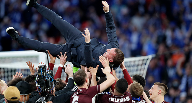 Leicester City's Northern Irish manager Brendan Rodgers (C) is thrown into the air by his players on the pitch after the English FA Cup final football match between Chelsea and Leicester City at Wembley Stadium in north west London on May 15, 2021. Kirsty Wigglesworth / POOL / AFP